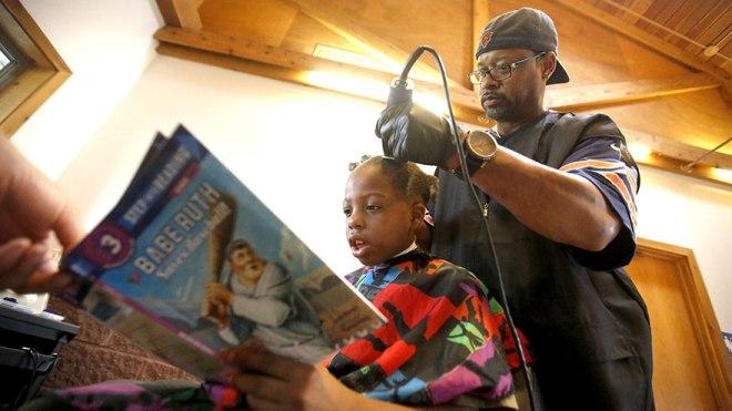 cortar-pelo-gratis-ninos-leer-cuento-courtney-holmes-3